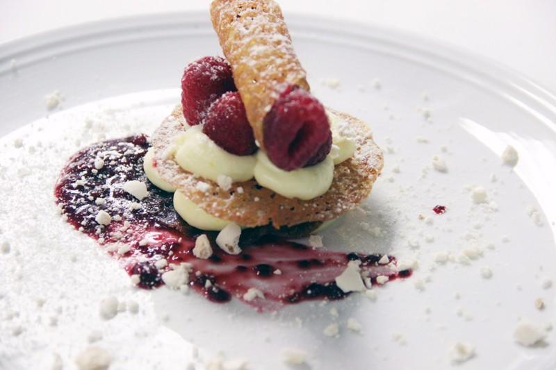 bagatelle_expensive-dessert_ny_social